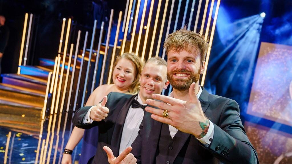 Tim Hofman op het podium na het winnen van de Gouden Televizier-Ring.