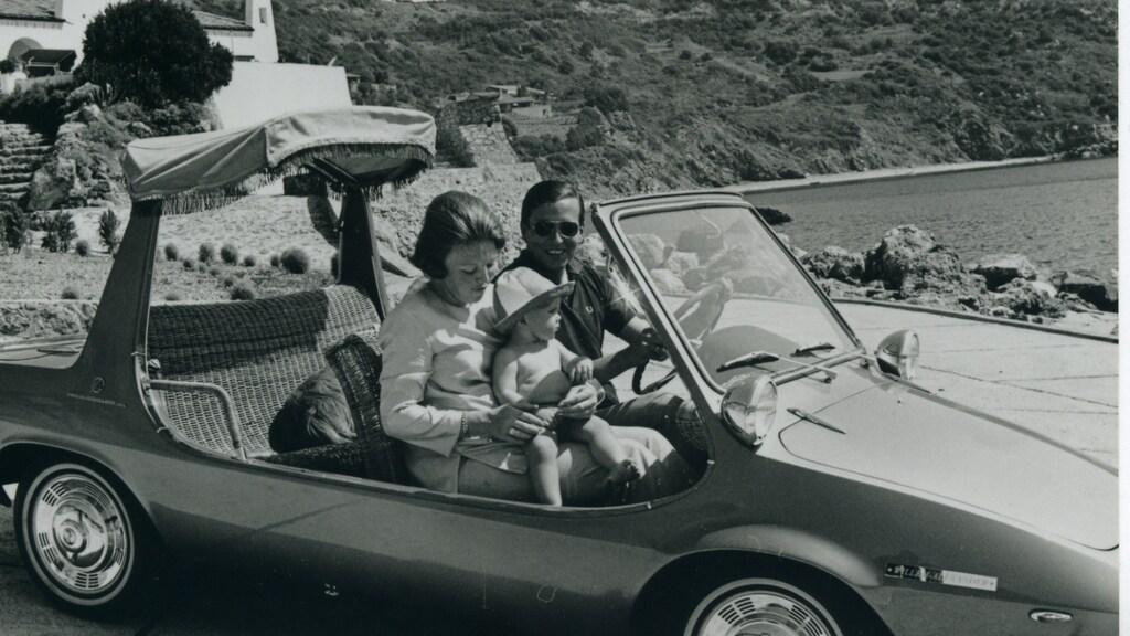 Beatrix, Claus en Willem-Alexander in de DAF