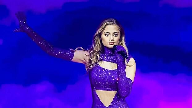 Nederlandse Stefania dendert top 10 songfestival binnen
