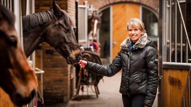 Britt Dekker in de leer bij Anky van Grunsven