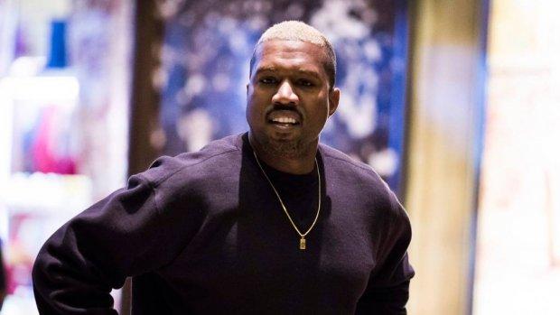 Kanye West samen met North en Saint op cover Harper's