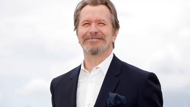Gary Oldman spreekt David Bowie-app in