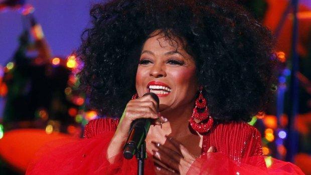 Diana Ross swingt in homobar