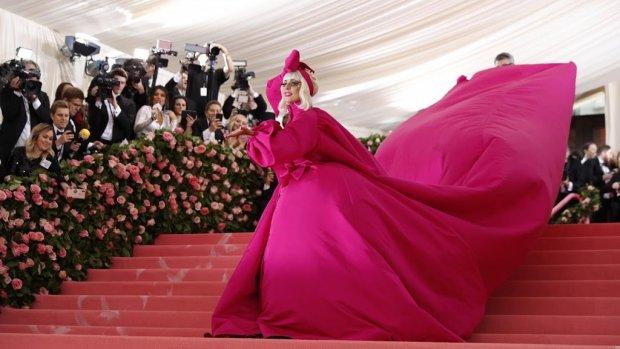 Lady Gaga draagt vier outfits naar Met Gala