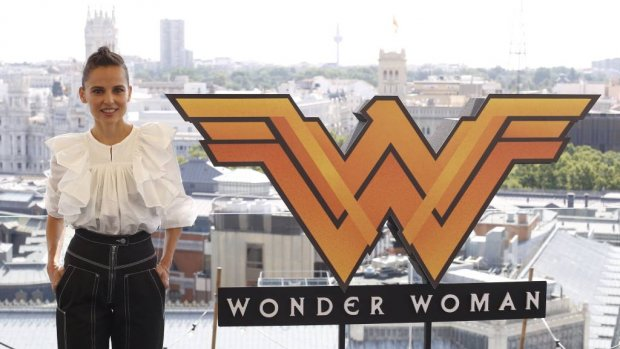 Gal Gadot reikt eerste Wonder Woman-beurs uit