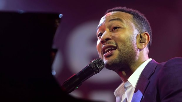 John Legend wenst R. Kelly zelfde lot Harvey Weinstein