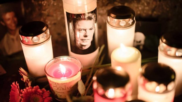 Weduwe Iman herdenkt David Bowie op sterfdag