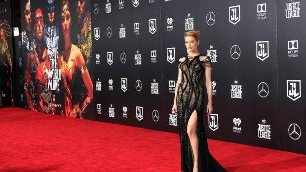 Botbreuk stopt Amber Heard niet