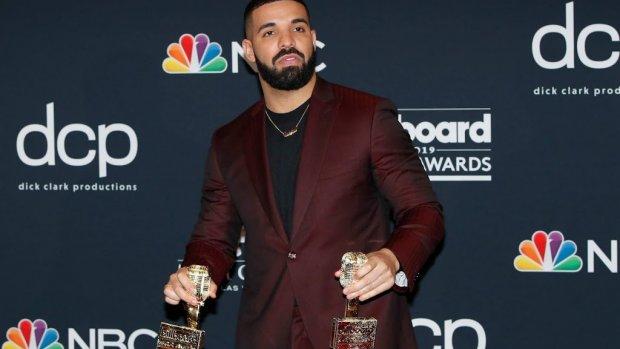 Gewonde concertbezoeker klaagt Drake aan