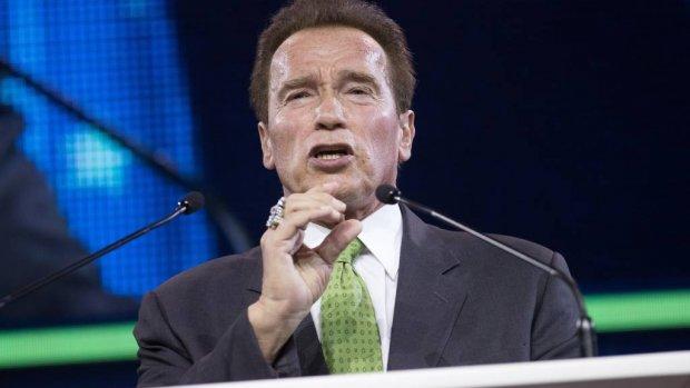 Schwarzenegger heeft bodybuildingbeker terug