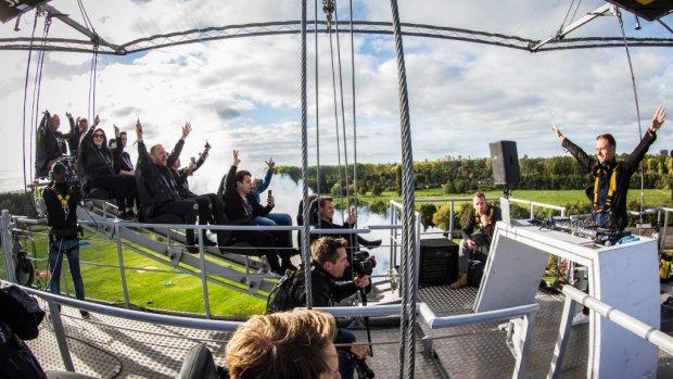 Armin van Buuren draait op grote hoogte