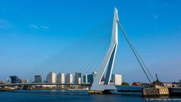 Erasmusbrug kleurt rood-wit-blauw voor Duncan