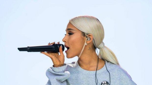 Ariana Grande viert Kerst dit jaar ondersteboven