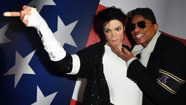 Wassen beelden MJ blijven staan in Madame Tussauds