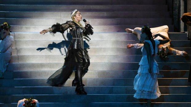 Madonna's act op eigen YouTube-kanaal wél zuiver