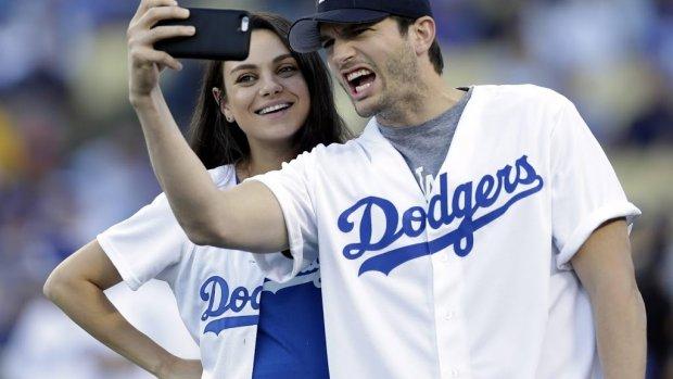 Ashton Kutcher en Mila Kunis reageren op roddels