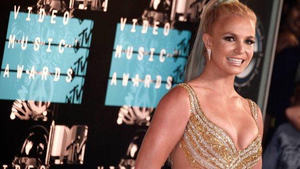 Manager Britney Spears krabbelt terug