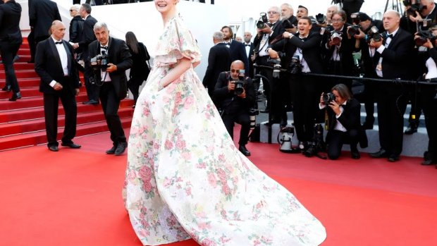 Elle Fanning valt flauw tijdens diner in Cannes