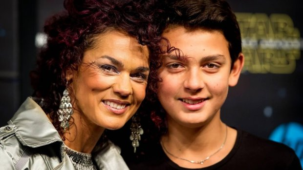 Luv'-zangeres wil Songfestival presenteren