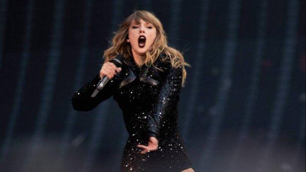 Taylor Swift verrast fans met Robbie Williams
