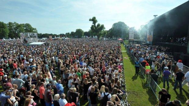 Festivals werken  aan hitteplan voor de tropische temperaturen