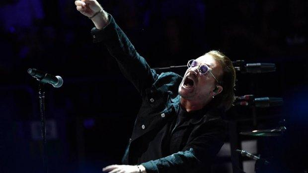 Bono verrast publiek bij Snow Patrol-concert