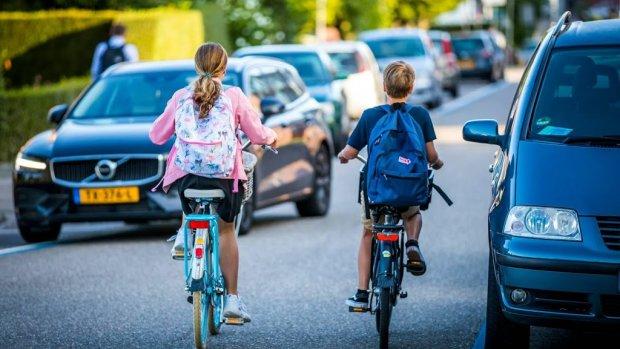 Ook BN'ers zwaaien kinderen uit op eerste schooldag