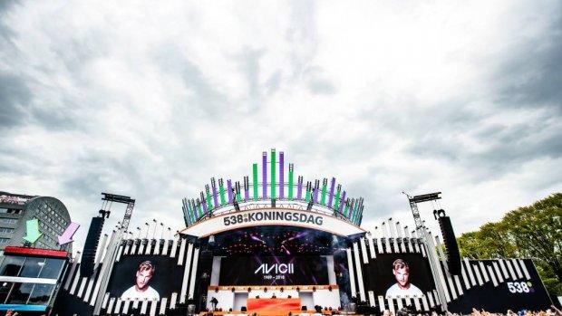Muziekfeesten eren Avicii op Koningsdag