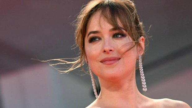 Dakota Johnson stapelgek op Chris Martin