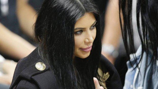 Kim Kardashian onder vuur door 'black hair'