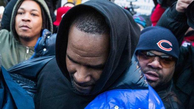R. Kelly eist vrijlating en noemt slachtoffers verbolgen groupies