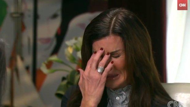 Video: Janice, slachtoffer Bill Cosby, in tranen op de buis