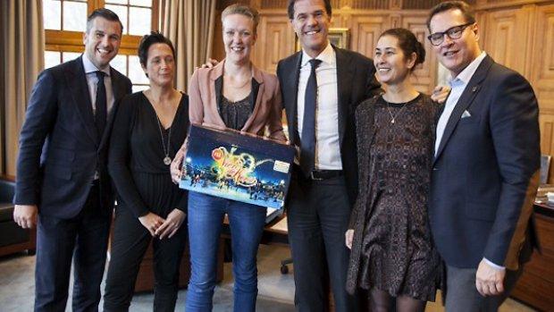 Mark Rutte trapt kerstpakkettenactie af in RTL Boulevard
