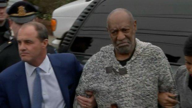 Video: Bill Cosby arriveert bij de rechtbank