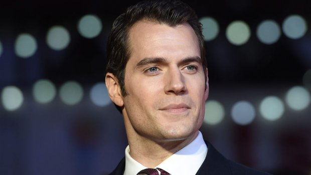 Henry Cavill kruipt weer in Superman-pak