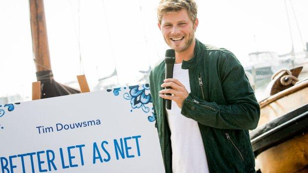 Wolter Kroes en Tim Douwsma onthullen tegelspreuken