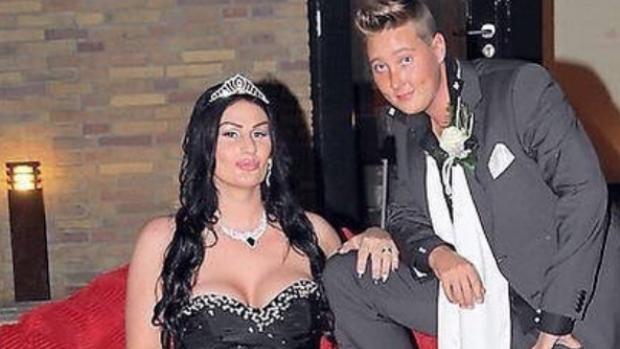 Foto: Transgenderkoppel Louisa en Rosanna drie jaar getrouwd