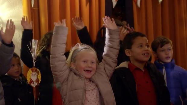 Jamai Loman verrast samen met Sinterklaas 3 gezinnen