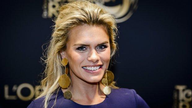 Nicolette van Dam uit de kleren