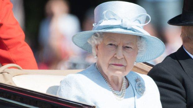 The Queen en Anna Wintour genieten samen van fashionshow