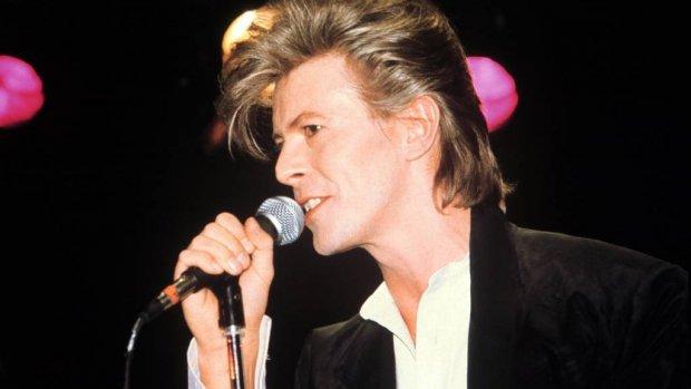 Eerste standbeeld David Bowie onthuld