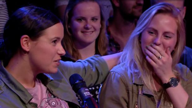 Meisje in publiek Temptation Talk scoort nummer Tomas
