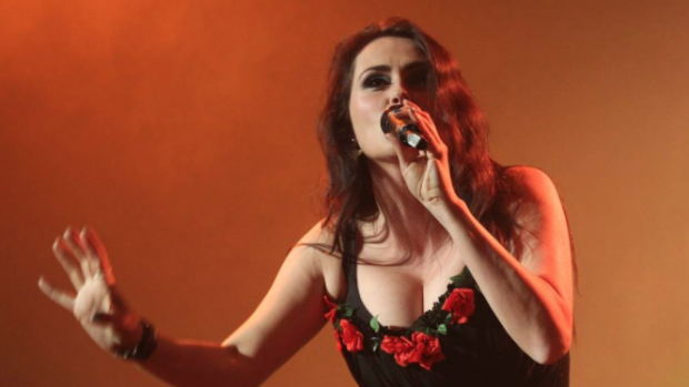 Album soloproject Sharon den Adel scoort
