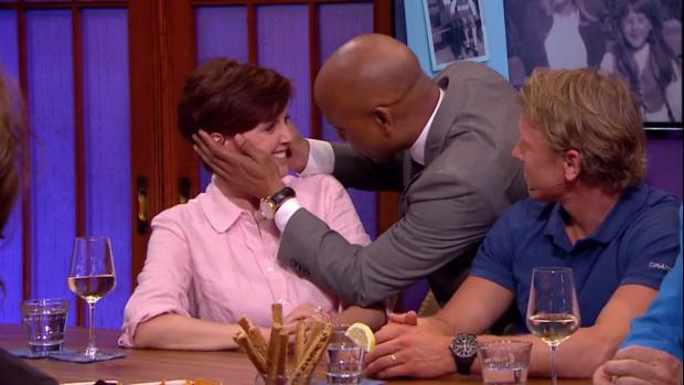Chazia Mourali vecht tegen de tranen in RTL Late Night