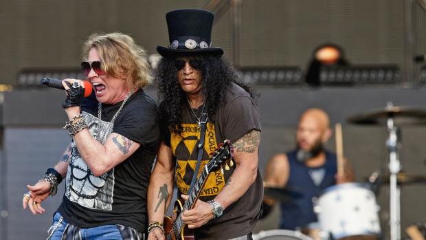 ZIEN: Guns N' Roses zet Goffertpark op zijn kop