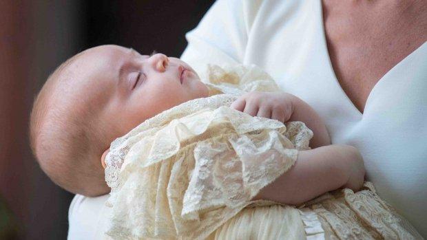 ZIEN: eerste beelden doop Louis