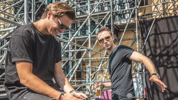 Lucas & Steve bouwen een feestje op Tomorrowland