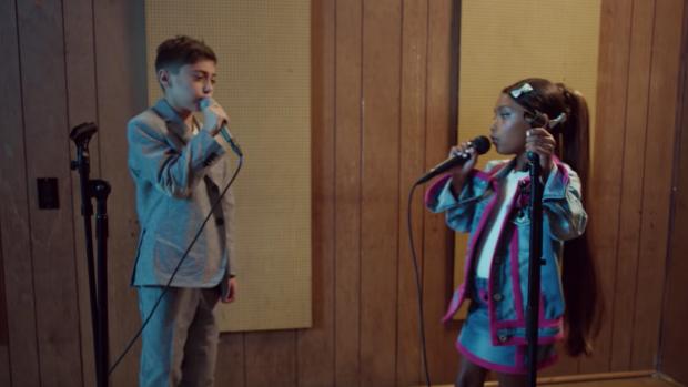 Kids maken superschattige remake nieuwe clip Ariana Grande