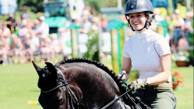 Paardenmeisje Britt Dekker kon met hitte niet trainen voor NK