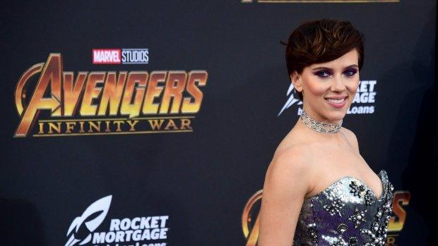 Scarlett Johansson stoot Emma Stone van de troon